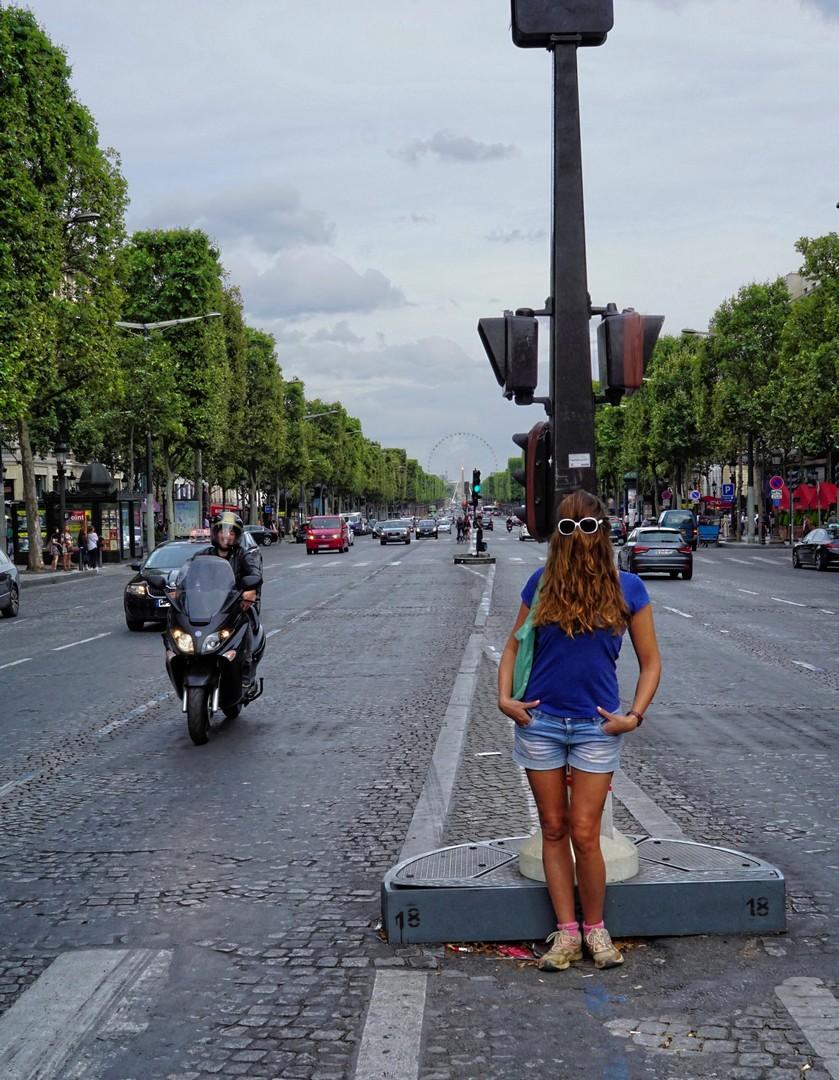 Choubaka sur l'avenue des Champs-Élysées