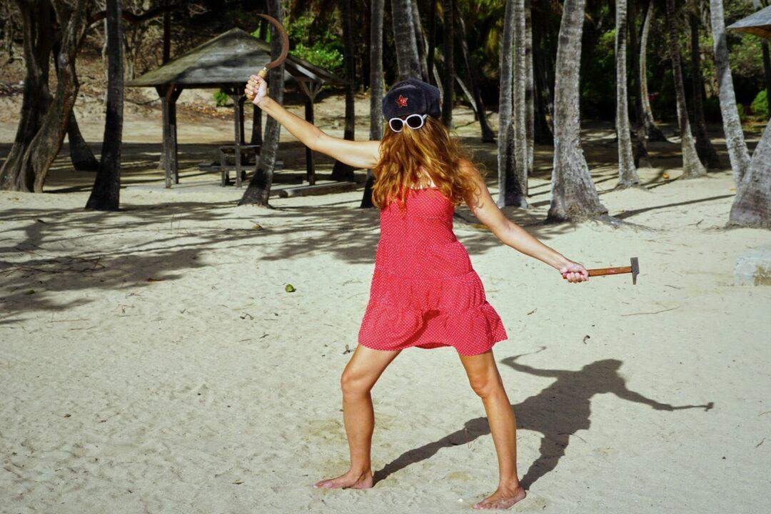 Choubaka anarcho-syndicaliste à la plage de Pompierre