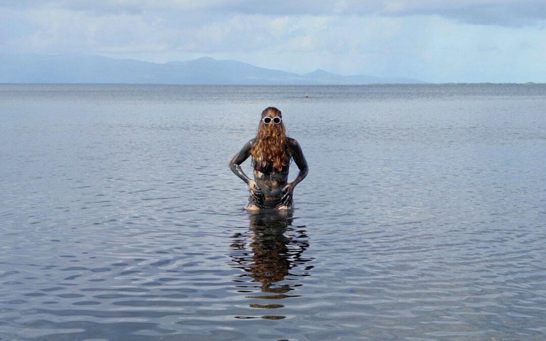Le bain de boue de Choubaka à la plage Babin