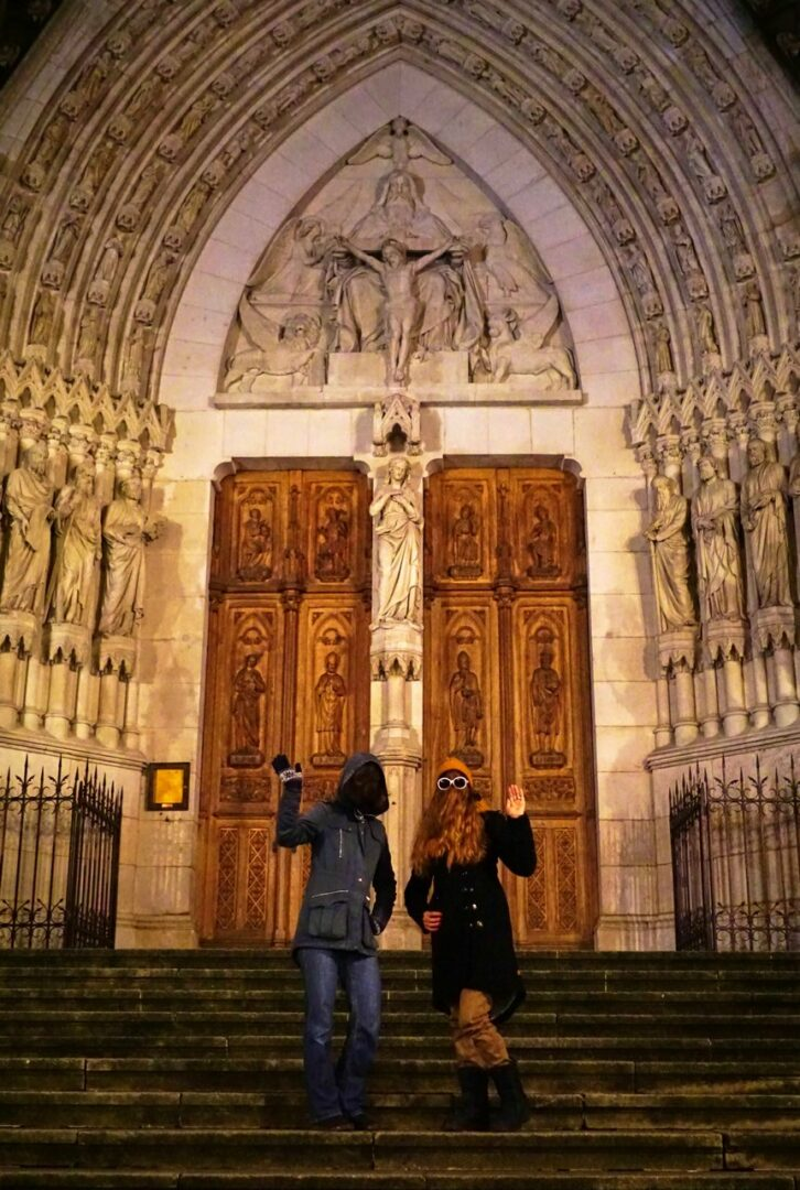 Choubaka sur le parvis de la Basilique Saint-Epvre