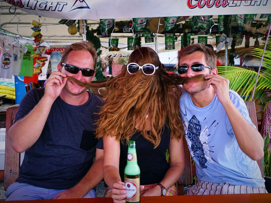 Choubaka avec ses amis à Maho Beach
